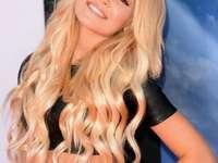 Kelli Berglund - Kelli Berglund (ur. 9 lutego 1996 w Moorpark w Kalifornii) – amerykańska aktorka i tancerka[1].