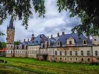 изоставен дворец Wojanów