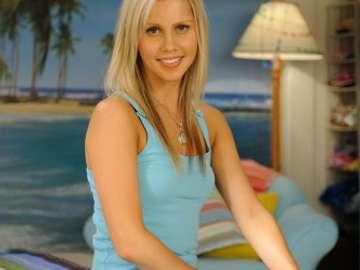 Claire Rhiannon Holt Kaplan - Kromě filmových a televizních rolí se Claire objevila také v reklamách Dreamworld, Sizzlers a