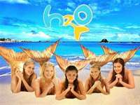 H2O - just a drop - Emma went with her family to explore the world. However, by chance, it turns out that the new girl,