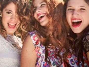 Violetta Cami en Fran - Violetta-meisjes zijn echte beste vrienden. In het begin waren hun relaties niet erg goed, omdat ze