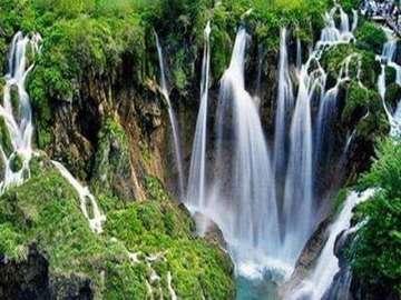 Una vista fabulosa - Una hermosa cascada y lago