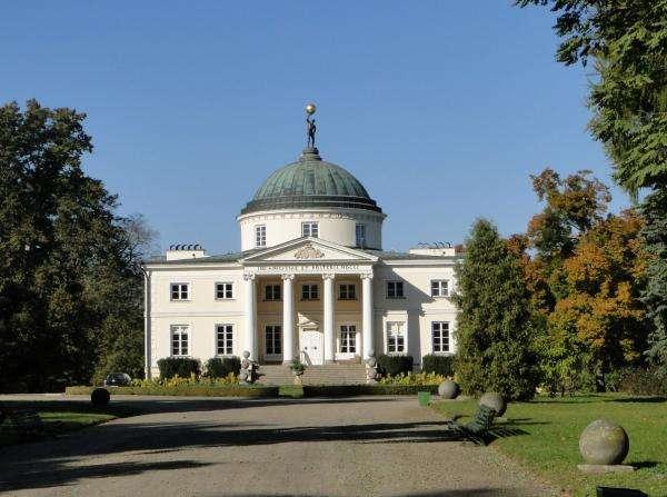 Дворец Любостронь - Пъзелът представя сградата, разположена в Любостронь (3×7)