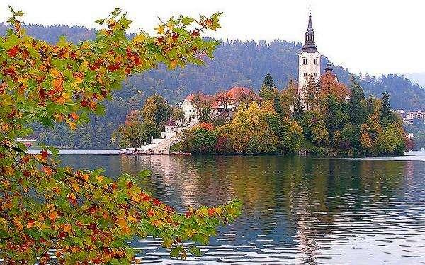 Monastero sull'isola in Sloven