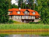 villa az erdő mellett, a tó mellett - Villa az erdő mellett, a tónál