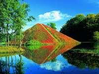Piramis a vízen
