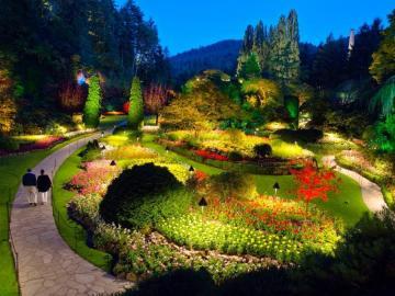 Park Butchartów nocą - Park królowej Wiktorii w Kanadzie