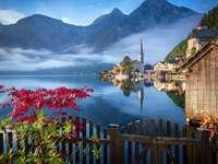 Lacul cu vedere la munte