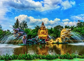 Ancient Siam Park - Ancient City is nothing but Thailand in miniature. This park is located 33 km south-east of Bangkok,