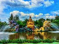 Forntida Siam Park - Ancient City är inget annat än Thailand i miniatyr. Denna park ligger 33 km sydost om Bangkok, i p