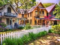 Barevné domy v zahradách