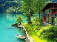 Skandinavisches Haus am Meer - Die nordischen Länder heben sich von den nordeuropäischen Ländern ab: Island, Norwegen, Schweden,