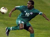 Fotbollsspelare pussel - OKOCHA kommer från Nigeria