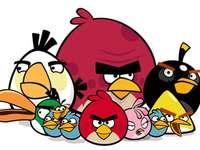 Angry Birds - Οι παίκτες παίρνουν τον έλεγχο ενός κοπαδιού πουλιών π