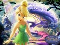 Dzwoneczek - Dzwoneczek przybywa na magiczną wyspę do Przystani Elfów, gdzie odkrywa swój talent i poznaje no