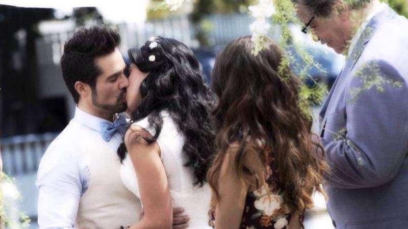 Novia italiana - Prometida italiana (en español: Muchacha italiana viene casarse) - Telenovela mexicana de 2014. La serie es un remake de la telenovela mexicana Muchacha italiana viene casarse de 1971. Fiorella (Livi (9×7)