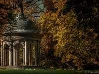 zlatý podzim - zlatý podzim v altánu parku