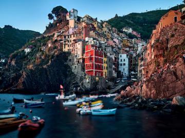 Domy na skałach - Domy na skałach, kolorowe.