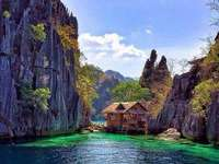 Une maison au dessus de l'eau - Baie des rochers, maison sur l'eau.