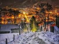 Podhale v noci - Podhale v noci, město v údolí