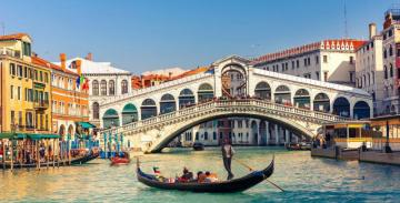 Rialto Bridge - The oldest Venetian bridge over the Grand Canal in Italy. It connects the shores of Riva del Vin and