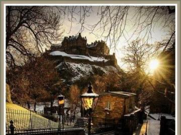 Un bellissimo paesaggio - Una veduta della città con un castello sullo sfondo