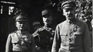Jozef Pilsudski - Józef Piłsudski with his friends.