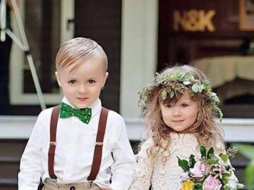 modische Kinder - Bruder und Schwester sehen so gut aus