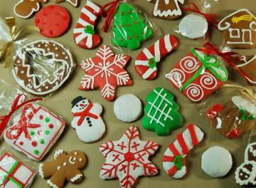 Christmas gingerbreads - Gingerbread is an inseparable Christmas tradition. Gingerbread in the shape of snowmen, stars, reind
