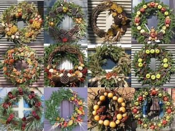 Christmas wreaths on the door - Christmas wreaths on the door