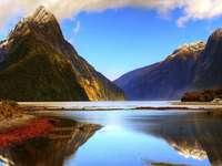 Berglandschaft - Landschaft mit Bergen und See