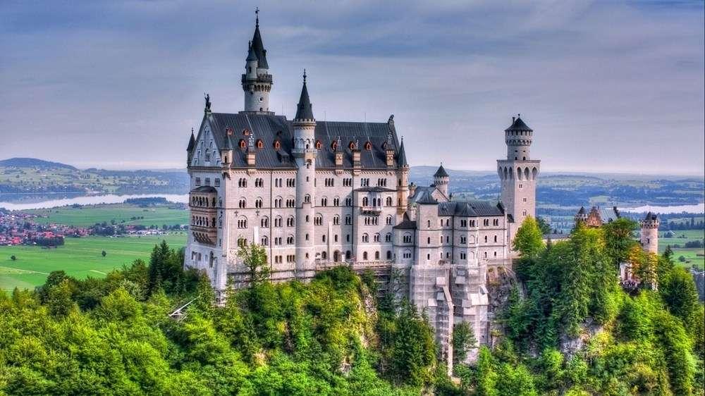 Замък без бяла дама - красив и огромен замък (10×10)