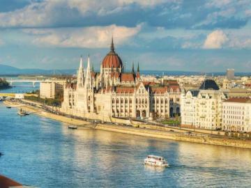 Budapeszt - Najciekawsze miejsca w Budapeszcie: na prawym brzegu Dunaju Wzgórze Zamkowe, Zamek Królewski (we w
