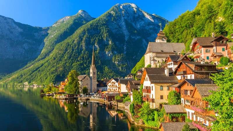 Hallstatt w Austrii - Hallstatt to pocztówka, miasteczko uważane nie bezpodstawnie za najpiękniejsze w Austrii, absolut