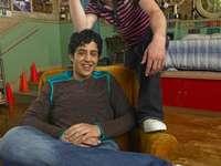 Дрейк и Джош - Дрейк Паркър (Drake Bell) е мързелив, няма глава за уроци, ин�