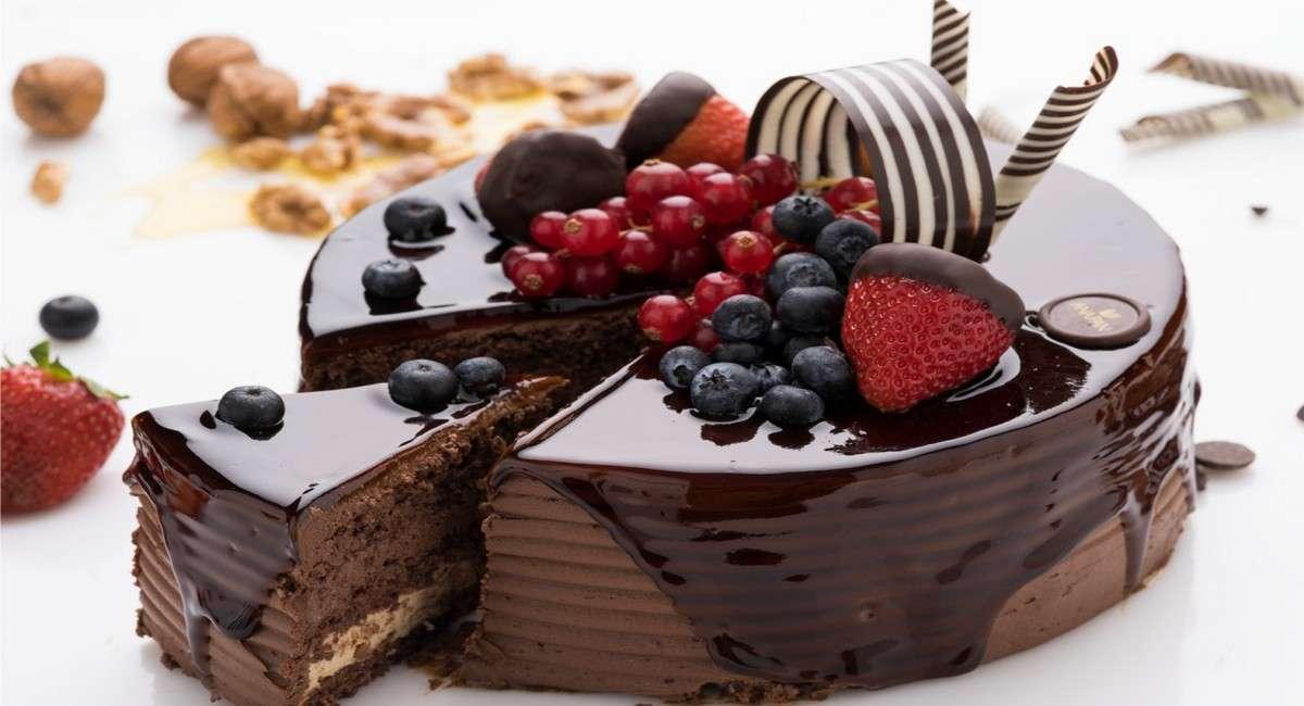 Tort z owocami - smakowicie wyglądający tort (10×10)