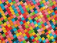 Un puzzle avec des croix