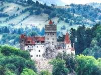 Château dans les montagnes - puzzle coloré