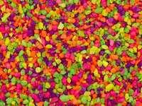 Puzzle realizat din pietricele colorate