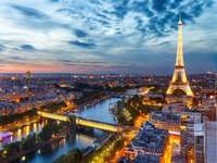 Paryż o zmierzchu