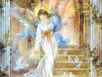 Ангел на мира с гълъби