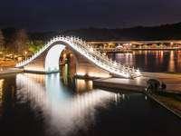 Лунен мост в Тайпе,
