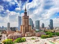 Warschau - Polen - Warschau is, zoals de hoofdstad van Polen betaamt, de grootste Poolse stad qua bevolking en oppervla