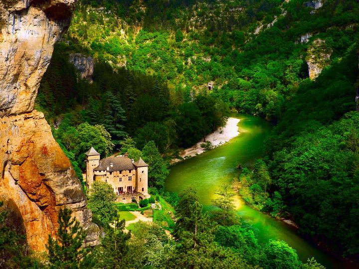 Замък на реката - Река в планините и замък (10×10)