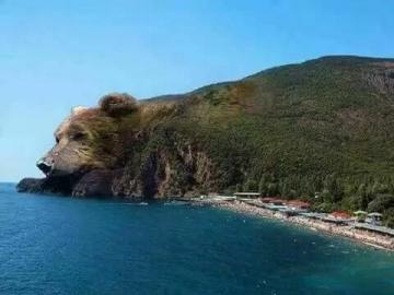 Un paesaggio stravagante - Le vieil ours est profondément endormi