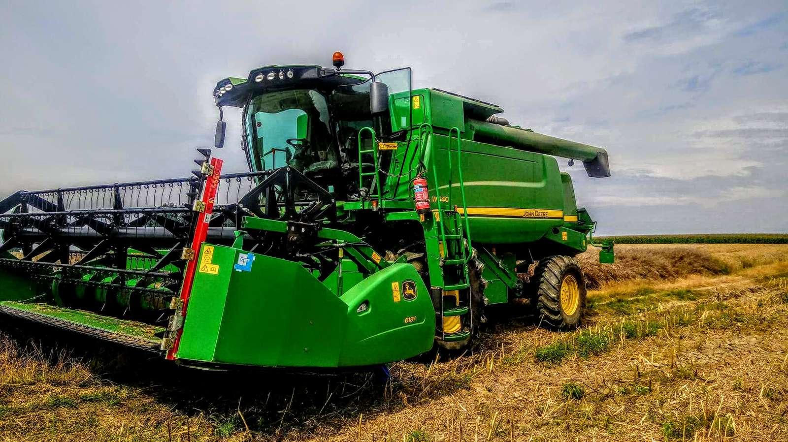 John cerb - Iată un tractor John Deere (8×10)