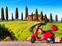 Разгледайте Тоскана на скутер