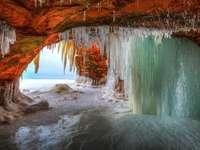 Пещера и лед