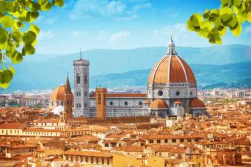 Florence - Italy - Florence has 370,000 residents, is full of monuments and works of art. Here in the fifteenth century