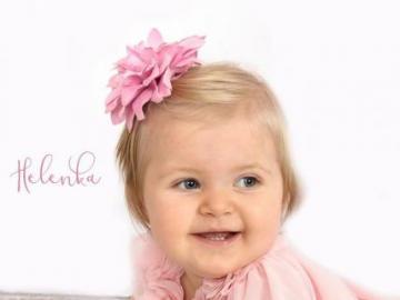 un copil mic - copil frumos ca o floare